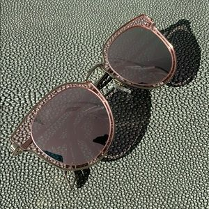 Accessories - Pink mirrored sunglasses